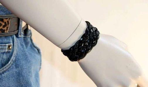 Bracelet noir artisanal en cuir tressé 5220-SAX-381