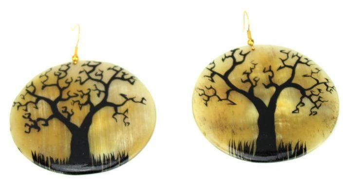 Boucle d'oreille artisanal en corne bovine décorée