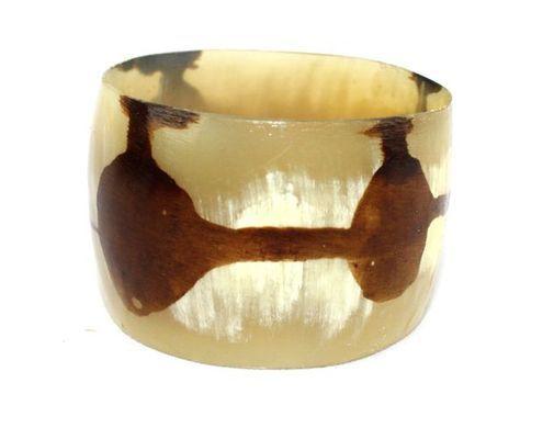 Bracelet africain artisanal fermé en corne bovine décorée