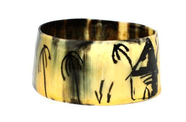 Bracelet artisanal en corne bovine décorée