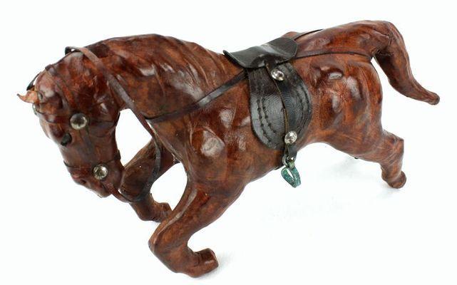 Cheval ancien dessus cuir 8911-A