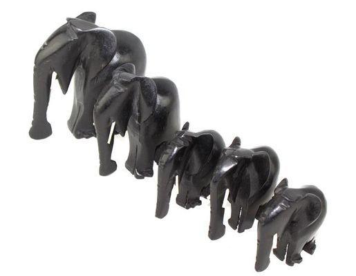 Troupe éléphants noir avec défenses TREN3