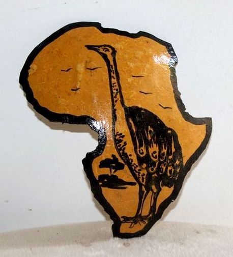 Carte afrique. Peinture sur  en calebasse découpée  6578-S6V-1810
