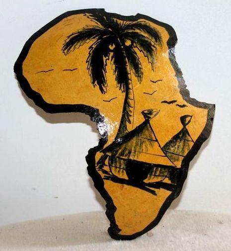 Carte afrique. Peinture sur  en calebasse découpée  6580-S6V-1810
