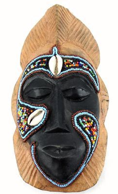 Masque passeport en bois  et Perles