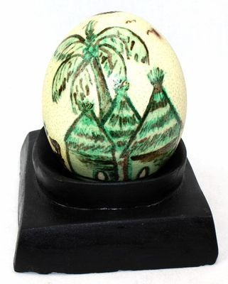 Œuf d'Autruche décorée  motif Baobab et cases