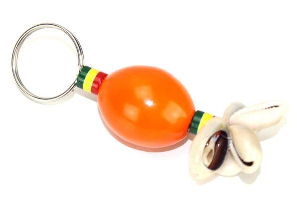 Porte clé artisanal en perles et cauries