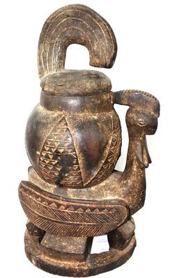 Ancien pot à tabac Baoulé  en bois
