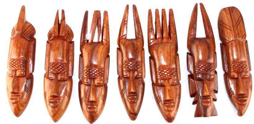 Figurines   semainier en bois teck PSE3