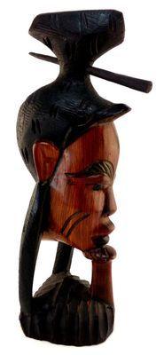 Statuette femme coiffée