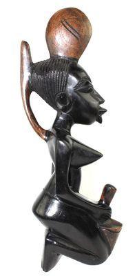Statuette femme en bois d'acacia 3523-AX-227