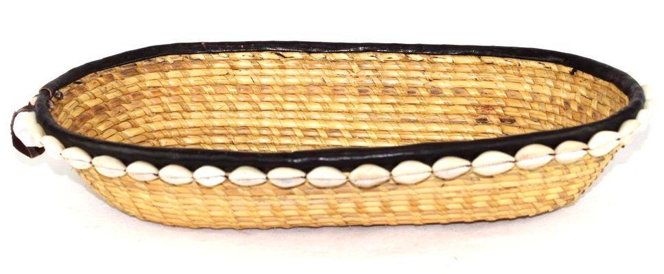 Corbeille ovale en paille et cauries 7308-L2C-2403