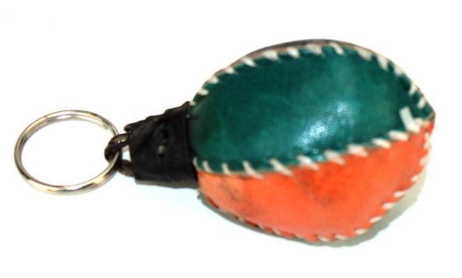 Porte clé artisanal matelassé en cuir